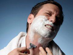 Что делать, если порезал родинку при бритье: первая помощь