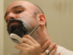 Как правильно бриться опасной бритвой и не порезаться