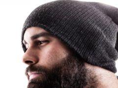 Как не испортить прическу под шапкой мужчине?