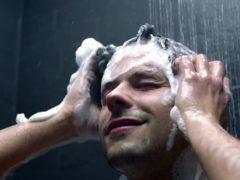 Выбираем хороший мужской шампунь против перхоти