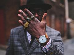 На каком пальце мужчины носят перстень и кольца и что это значит?