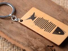 Оригинальные брелки: кажаные, из дерева, серебра и другие