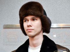 Какие мужские шапки можно носить под дубленку?