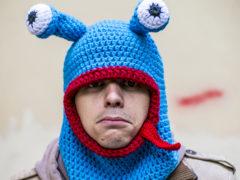 Прикольные и смешные шапки для мужчин: оригинальность и креатив