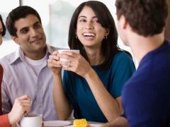 Девушка общается с бывшим: как реагировать и что делать?