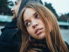 Как разговаривать с девушкой, если она не хочет разговаривать: налаживаем контакт