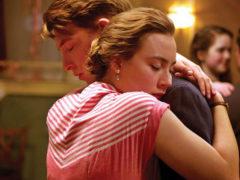 Как правильно обнимать девушку: важны нюансы