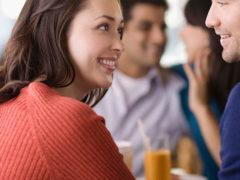 Как вести себя с девушкой на первой встрече: женские советы