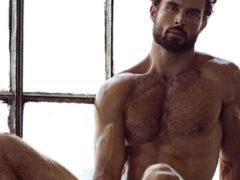 Почему выпадают волосы на ногах у мужчин: причины и лечение