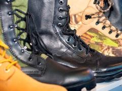 Какой бывает рабочая летняя и зимняя обувь для мужчин?
