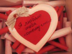 Что можно подарить девушке на год отношений: идеи для любимой
