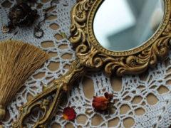 Можно ли дарить зеркало в подарок женщине?