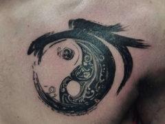 Татуировка инь янь и ее значение для мужчин: 69 фото