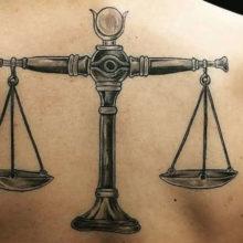 Татуировка знака зодиака весы для мужчин: подборка