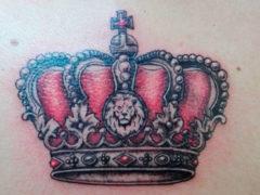 Татуировки с короной для мужчин: фотободборка