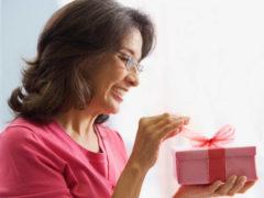 Что подарить женщине, выходящей на пенсию?