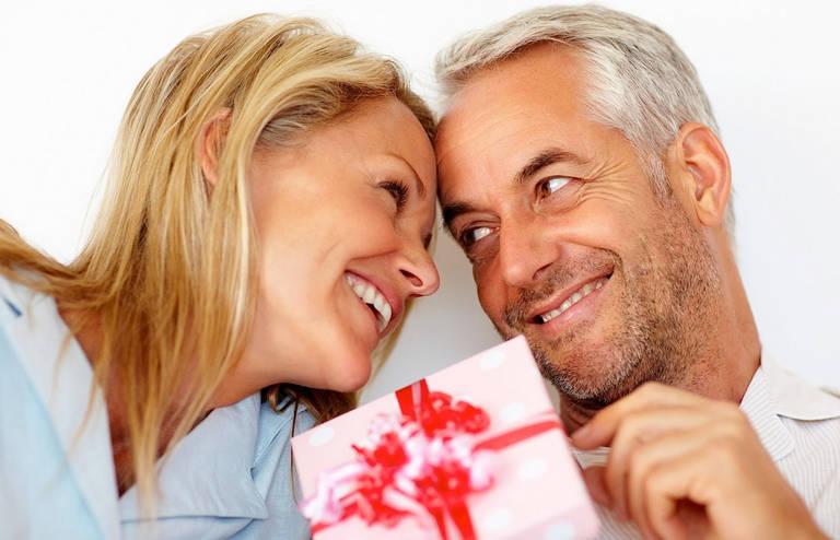 Что подарить коллеге женщине при выходе на пенсию
