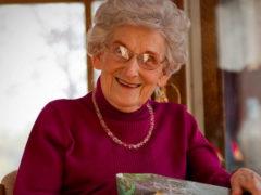 Что можно подарить женщине на 80 летие?