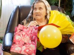 Что можно подарить женщине на 70 лет?