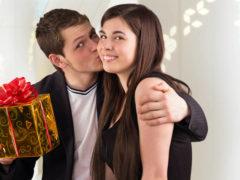 Что подарить девушке другу на день рождения?
