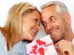 Что можно подарить женщине после 60?