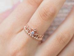 Какое кольцо дарят на помолвку девушке: критерии выбора