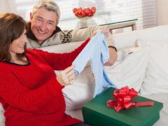 Какой подарок преподнести женщине после 50?