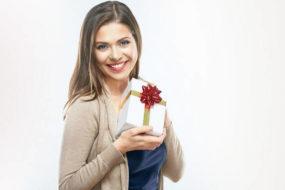 Что дарят на 30 лет девушке: список подарков