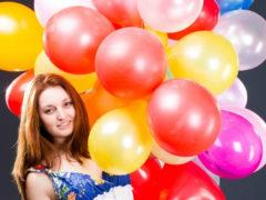 Что можно подарить девушке на 19 день рождения?