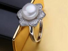 Как оригинально подарить кольцо девушке по разным поводам?