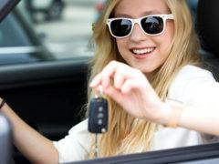 Подарок автомобилисту женщине: аксессуары для машины