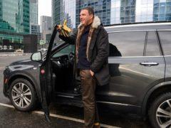 Как одеваться очень высокому мужчине – разбираем на примере российских звезд