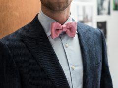 Это смотрится уместно: трендовые вещи розового цвета в мужских образах